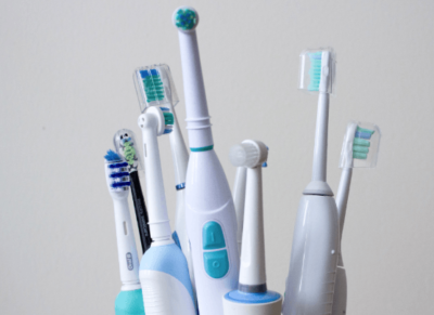 What Is The Best Electric Toothbrush | Oral B or Sonic (5 Best Choices)